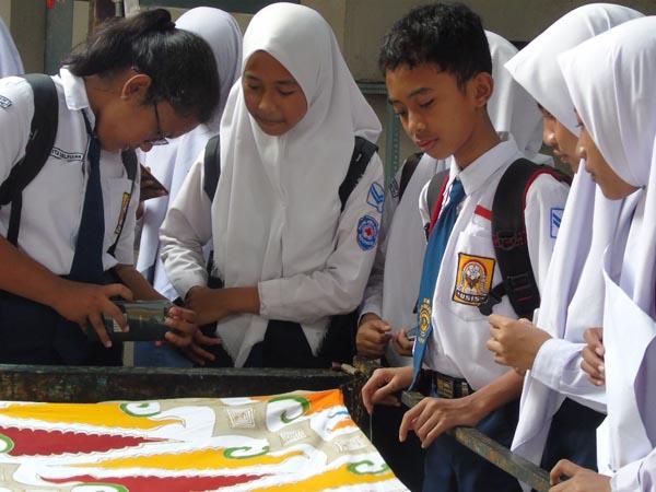Kunjungan Siswa ke Sentra Batik